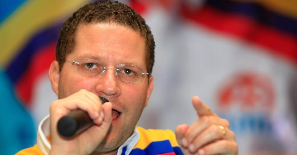 24.jan.2013 - O candidato à presidência do Equador Maurício Rodas dá entrevista coletiva, em Quito. Rodas prometeu reestruturar a dívida que o país mantém com a China se ganhar as eleições, marcadas para 17 de fevereiro