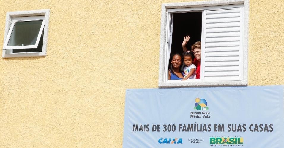 25.jan.2013 - A presidente Dilma Rousseff participa de cerimônia de entrega de 300 unidades habitacionais do condomínio residencial Iguape e de 84 ambulâncias do SAMU 192 em São Paulo
