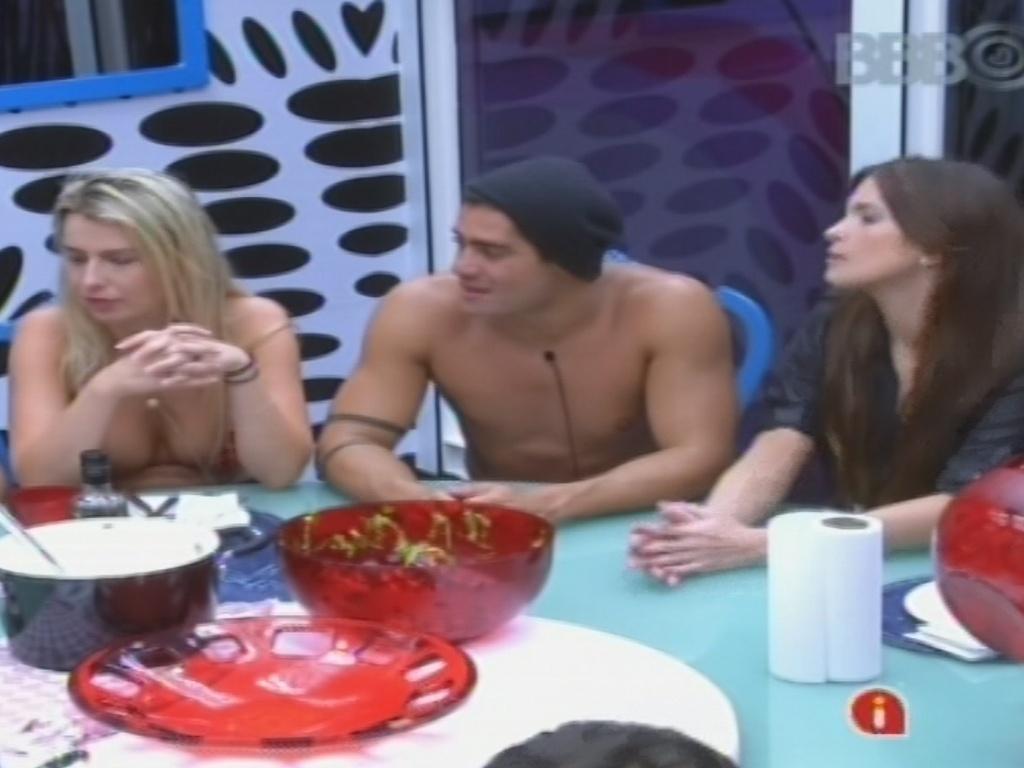 25.jan.2013 - Anamara, Fernanda, Yuri e Kamilla almoçam com os outros brothers