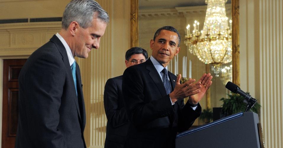 25.jan.2013 - O presidente dos Estados Unidos, Barack Obama (à dir.), aplaude Denis McDonough, 43, ao nomeá-lo como novo chefe de Gabinete. McDonough substitui Jack Lew, recentemente nomeado pelo presidente como secretário do Tesouro