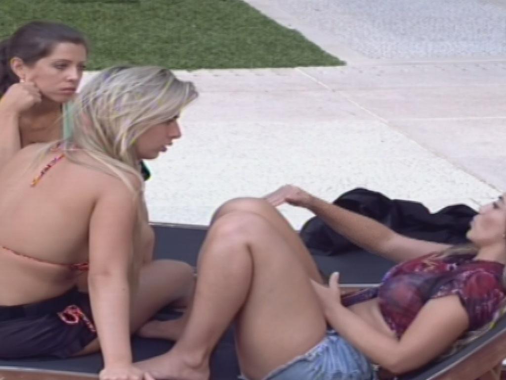 25.jan.2013 - Vetadas da prova do líder, Anamara, Fernanda e Andressa criticam Marcello, dono do poder do