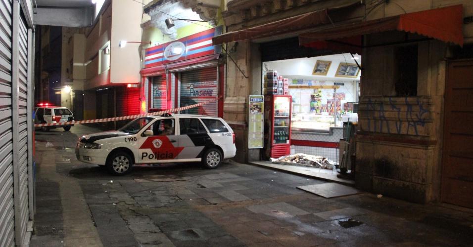 25.jan.2013- Um homem foi morto a tiros dentro de uma lanchonete no Parque Dom Pedro 2º, na região central de São Paulo, no início da madrugada. Segundo informações da PM, o homem estava na lanchonete quando um desconhecido chegou e abriu fogo contra a vítima, que morreu no local. O caso foi registrado no 8º Distrito Policial do Brás