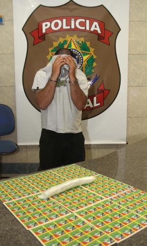 25.jan.2013 - Polícia Federa prende homem com 5.000 adesivos de LSD e cerca de 160 gramas de MDMA (princípio ativo do ecstasy), na BR-050, entre Delta e Uberaba, em Minas Gerais