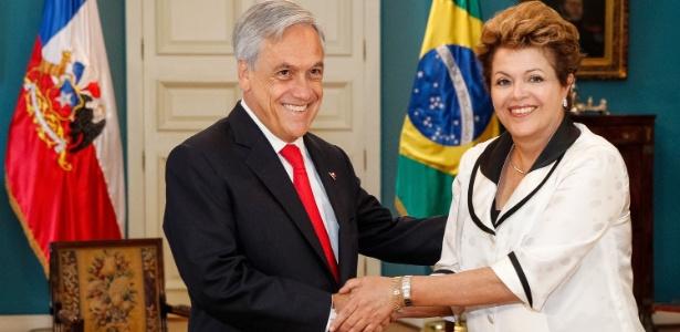 Dilma Rousseff cumprimenta o presidente do Chile, Sebastián Piñera, na chegada ao Palácio de La Moneda
