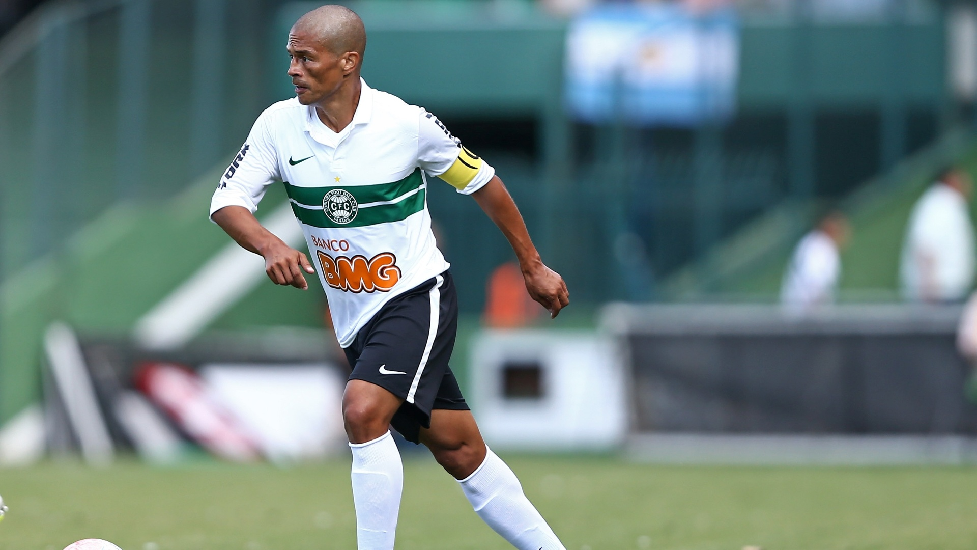 26.jan.2013 - Alex em ação no amistoso do Coritiba com o Cólon
