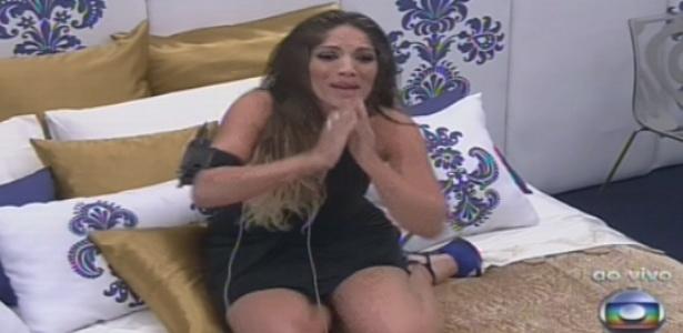 26.jan.2013 - Anamara se emociona ao descobrir que não foi eliminada e voltará como líder no domingo