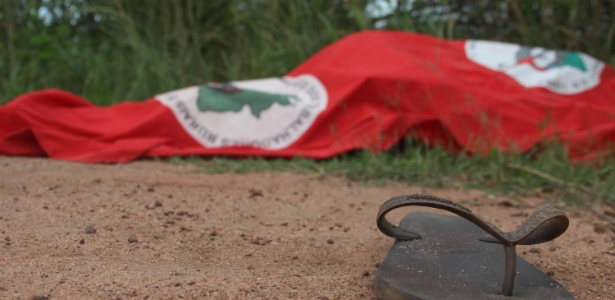 Corpo de Cícero Guedes dos Santos, coordenador do Movimento dos Trabalhadores Sem Terra em Campos dos Goytacazes (RJ), é encontrado numa estrada vicinal