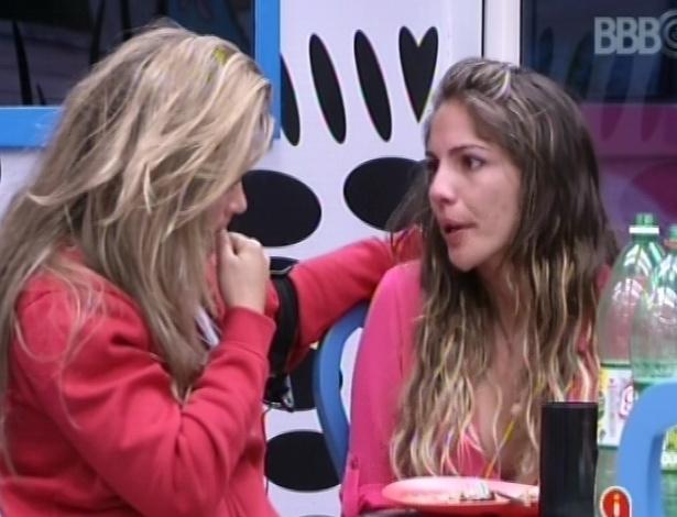 26.jan.2013 - Depois de chorar com Yuri, Anamara desabafa com Fani