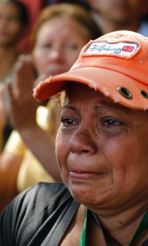 26.jan.2013 - Parente de presidiário vítima de uma rebelião na penitenciária Uribana, no Estado de Lara, na Venezuela, chora enquanto participa de um protesto neste sábado (26), um dia após o motim que deixou pelo menos 54 pessoas mortas e 90 feridas