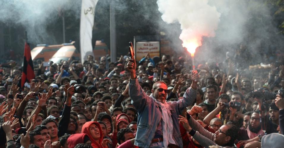 26.jan.2013 - Torcedores do clube egípcio Al-Ahly comemoram decisão da Justiça que condenou 21 pessoas a morte pelo massacre no estádio de Port Said em fevereiro de 2012 que deixou 74 mortos