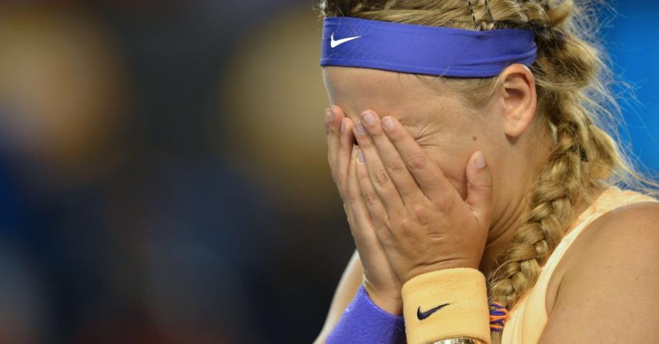 26.jan.2013 - Victoria Azarenka chora muito ao conquistar o bicampeonato do Aberto da Austrália em final contra a chinesa Na Li