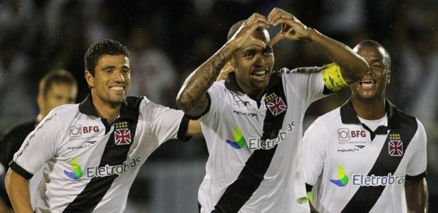 26.jan.2013 - Zagueiro Ded comemora gol do Vasco durante a partida contra o Resende, vlida pela terceira rodada do Estadual do Rio