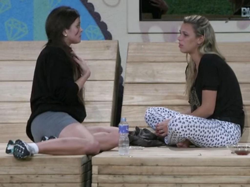 Kamilla e Marien conversam após formação do paredão falso