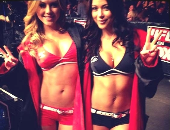 Ring girl Brittney Palmer (e) posta em seu Instagram foto ao lado da companheira Arianny Celeste no UFC on FOX