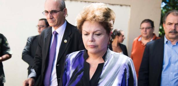 A presidenta Dilma Rousseff chega ao Centro Desportivo Municipal (CDM), em Santa Maria (RS)