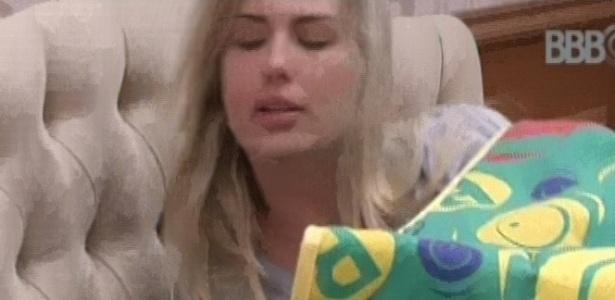 27.01.2013 - Fernanda comenta com outros brothers que eliminado do paredão poderia voltar como líder