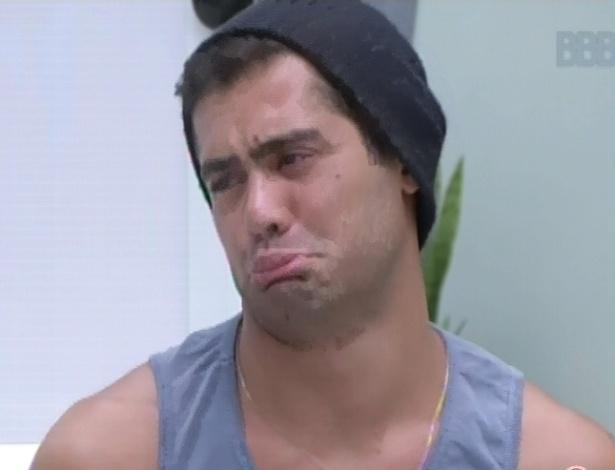 27.01.2013 - Yuri faz careta ao imitar Fernanda, que, segundo ele, continua bêbada mesmo após acordar
