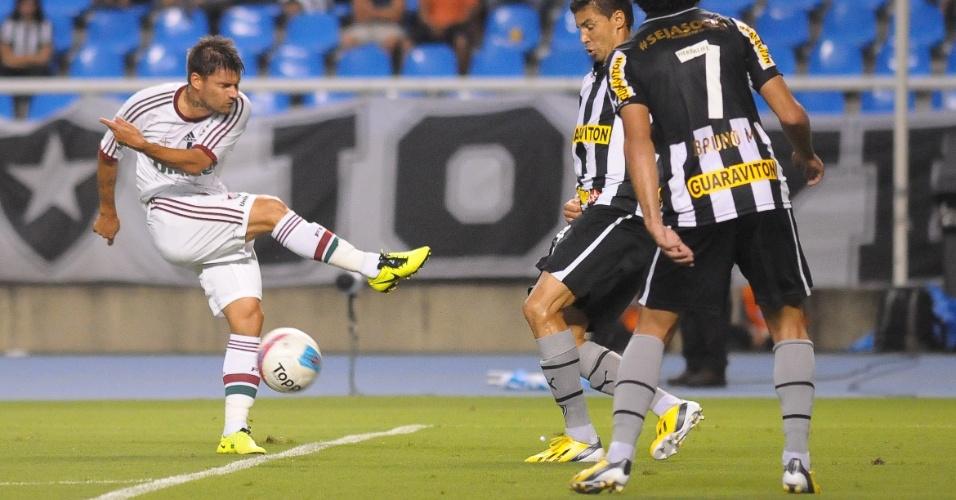27.jan.2013 - Atacante Rafael Sóbis, do Fluminense, tenta finalização durante o clássico contra o Botafogo, pela terceira rodada do Estadual do Rio