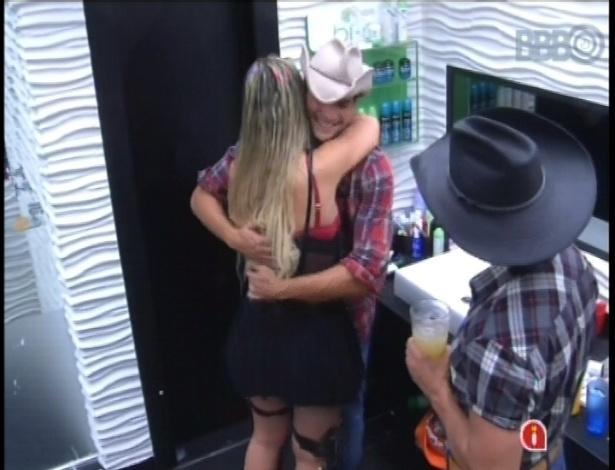 27.jan.2013 - Yuri serviu de intermediário para André e Fernanda fazerem as pazes e ficarem juntos na festa