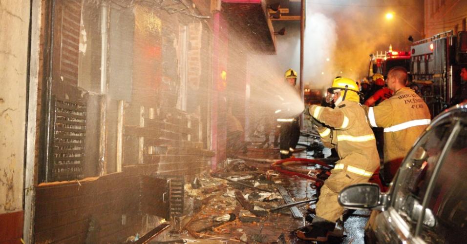 27.jan.2013 - Incêndio de grande proporção atinge a boate Kiss, no centro de Santa Maria (RS)