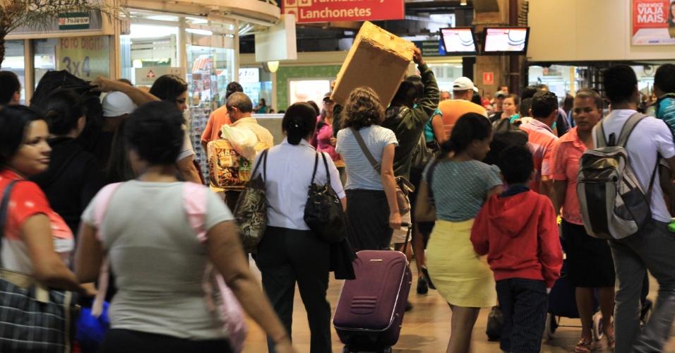 27.jan.2013 - Movimentação no Terminal Rodoviário Tietê, em São Paulo (SP), neste domingo (27), na volta do feriado de aniversário da cidade