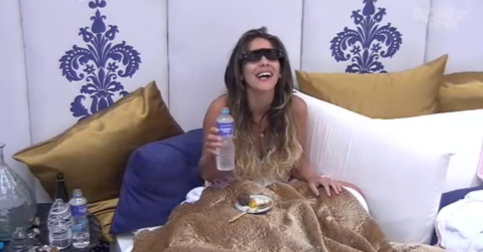 27.jan.2013 - No quarto especial, Anamara come e vê o que Ivan e Andressa falam dela