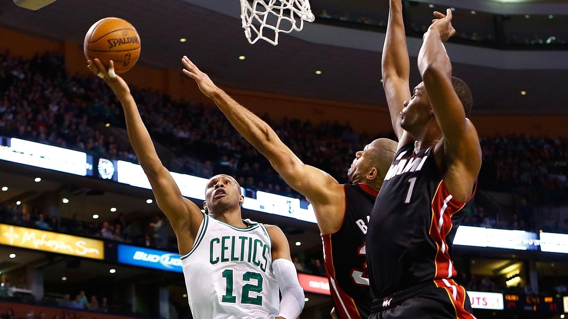 Leandrinho anotou 9 pontos e 4 assistências na vitória dos Celtics sobre o Heat após duas prorrogações