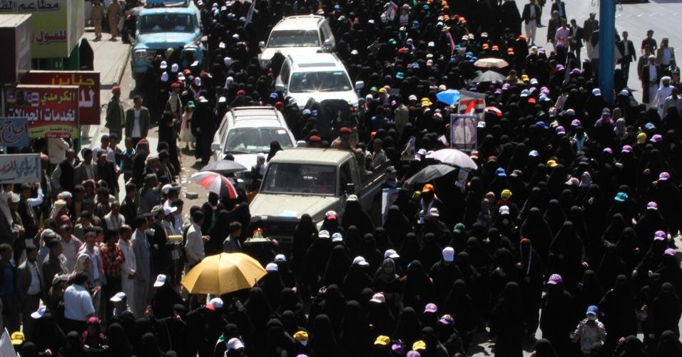 Mulheres fazem protesto contra o presidente do Iêmen Ali Abdullah Saleh, em Sana
