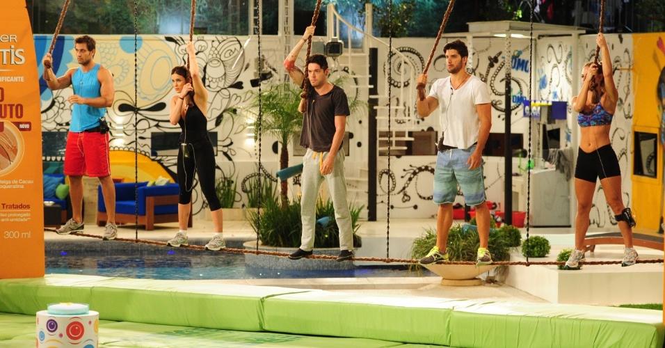 25.jan.2013 - Eliéser, Kamilla, Nasser, Marcello e Natália na prova do líder
