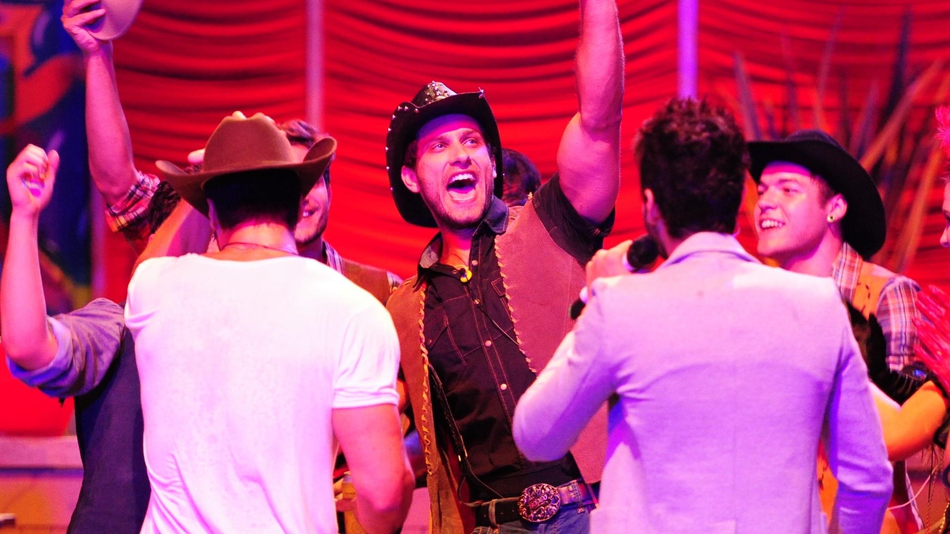 26.jan.2013 - Eliéser se empolga durante show de Gusttavo Lima