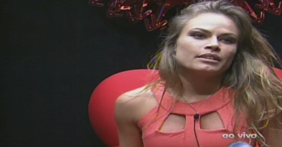27.jan.2013 - Natália vota em Marcello no terceiro paredão do