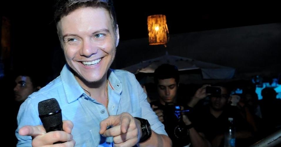 27.jan.2013 - Michel Teló grava primeira parte de seu terceiro DVD no Guarujá (SP). O músico cantou antigos sucessos e executou cinco músicas do novo repertório
