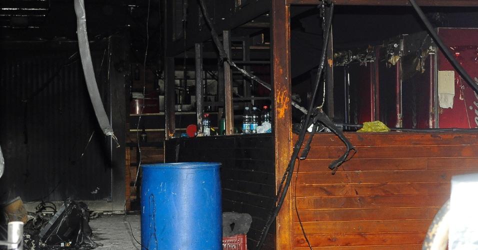 28.jan.2013 - Interior da Boate Kiss destruída pelo incêndio da madrugada de domingo (27) e que deixou  mais de 230 mortos e centenas de feridos, em Santa Maria (RS)