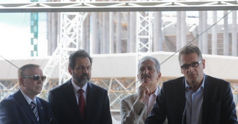 28.jan.2013 - José Maria Marin, Agnelo Queiroz, Aldo Rebelo e Jérôme Valcke após a vistoria do Estádio Nacional de Brasília