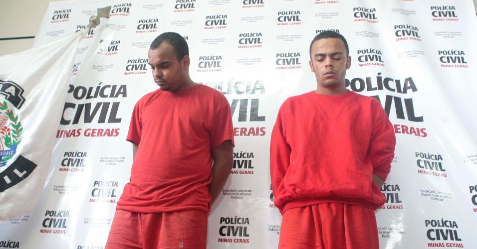 28.jan.2013 - O delegado Frederico Rabelo apresentou na manhã desta segunda-feira (28), em Belo Horizonte (MG), dois irmãos suspeitos de vários homicídios e tráfico de drogas no Jardim Comerciário, região norte da cidade