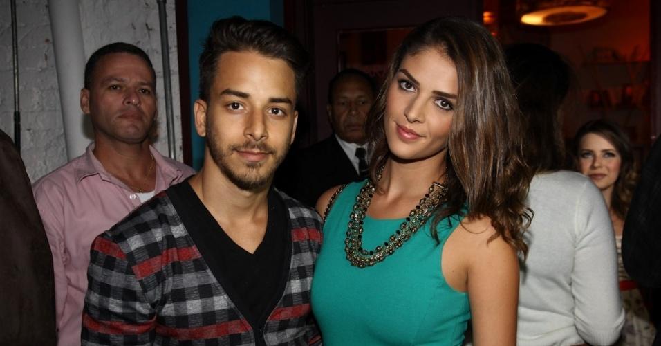 28.jan.2013 - O músico Junior Lima foi à festa acompanhado da nova namorada, Mônica Benini; é a primeira vez que o casal aparece em público
