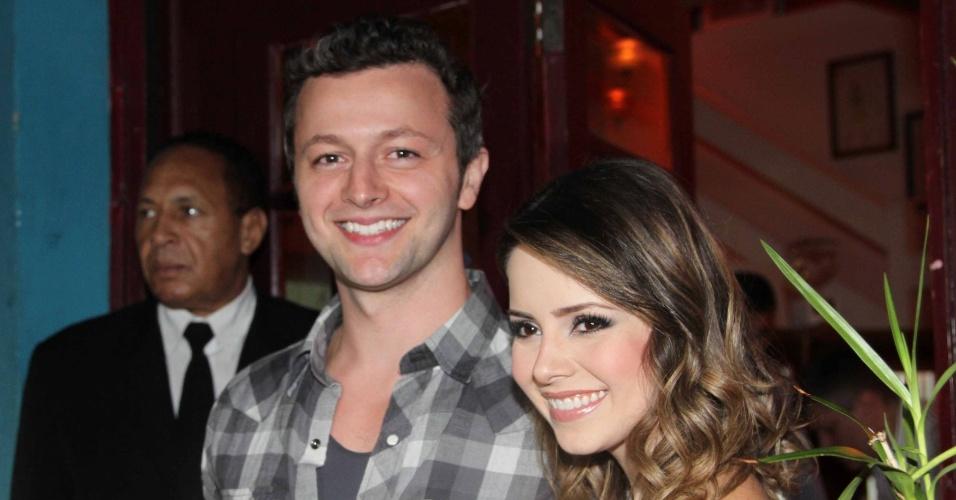 28.jan.2013 - O músico Lucas Lima comparece ao aniversário de 30 anos da esposa Sandy em restaurante em São Paulo
