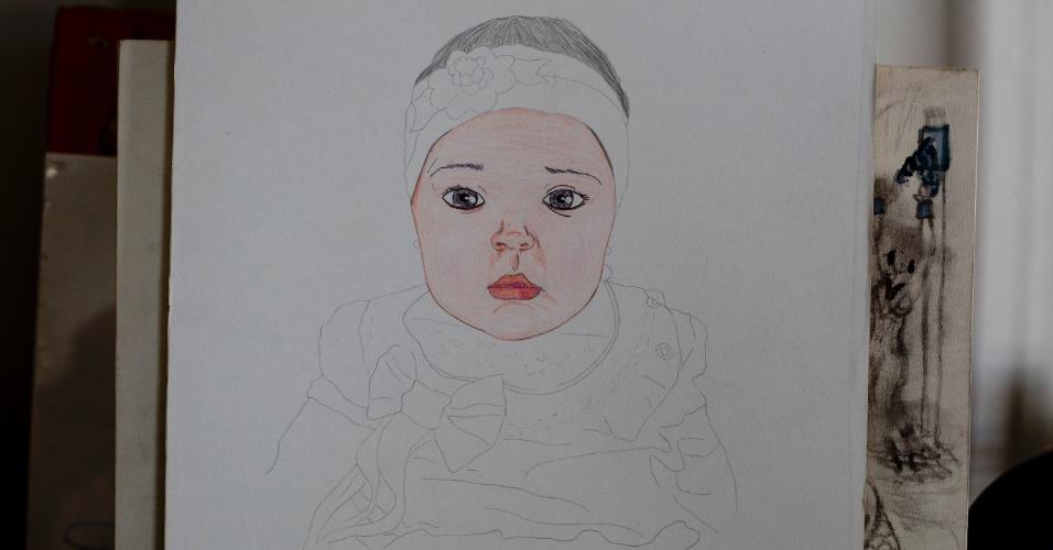 28.jan.2013 - Retrato da filha de um dos internos aguarda finalização na oficina de artes