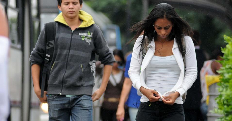 28.jan.2013 - São Paulo apresenta céu nublado e garoa, na manhã desta segunda-feira (28). A temperatura máxima registrada na capital é de 24°