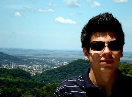 28.jan.2013 - Tiago Cechinatto foi uma das vítimas do incêndio que matou mais de 230 pessoas, em sua maioria jovens, na boate Kiss, em Santa Maria (RS)
