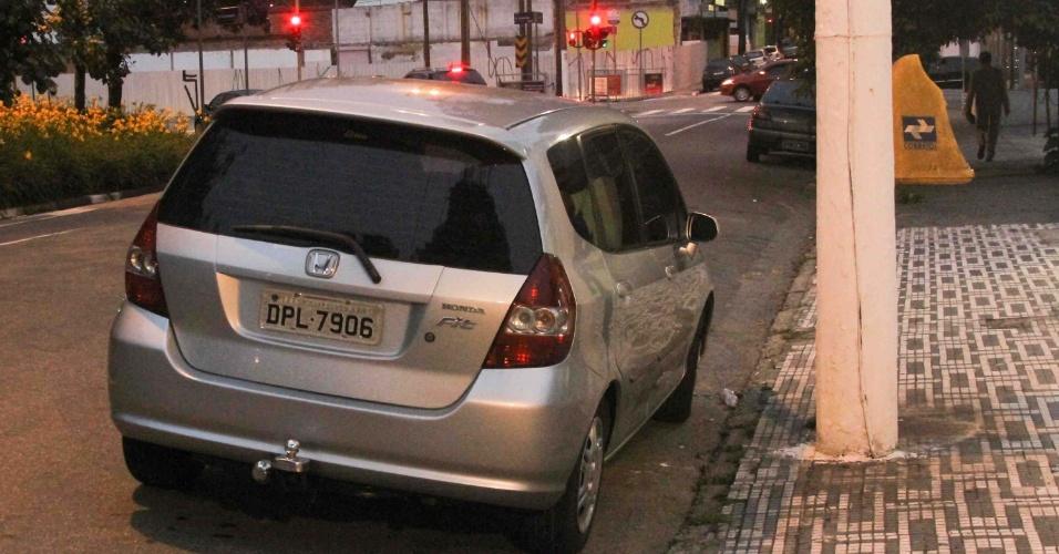 28.jan.2013 - Três homens foram detidos em Santo André (SP) suspeitos de roubar um carro na rua Mendes Leal, no bairro dos Palmares. De acordo com a polícia, o trio ainda fez uma família refém no mesmo bairro antes de se entregar à polícia