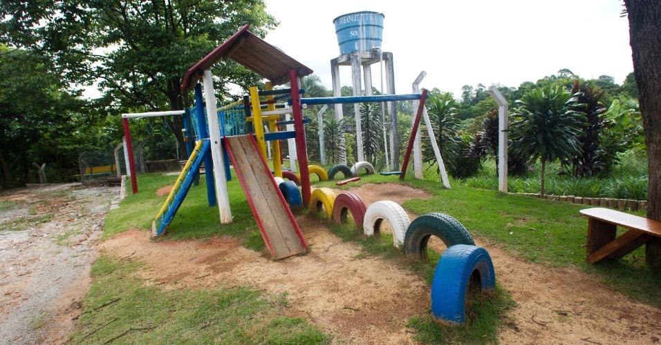 28.jan.2013 - Um parque de diversões foi construído no pátio para receber os filhos dos presos durante os dias de visita