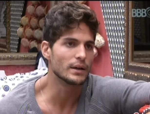 28.jan.2013 - André conversa com Yuri sobre Marcello
