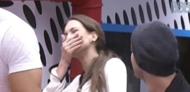 29.jan.2013 - Kamilla estava com muita dor de dente e conseguiu direito de ser atendida. Ela voltou com a boca anestesiada