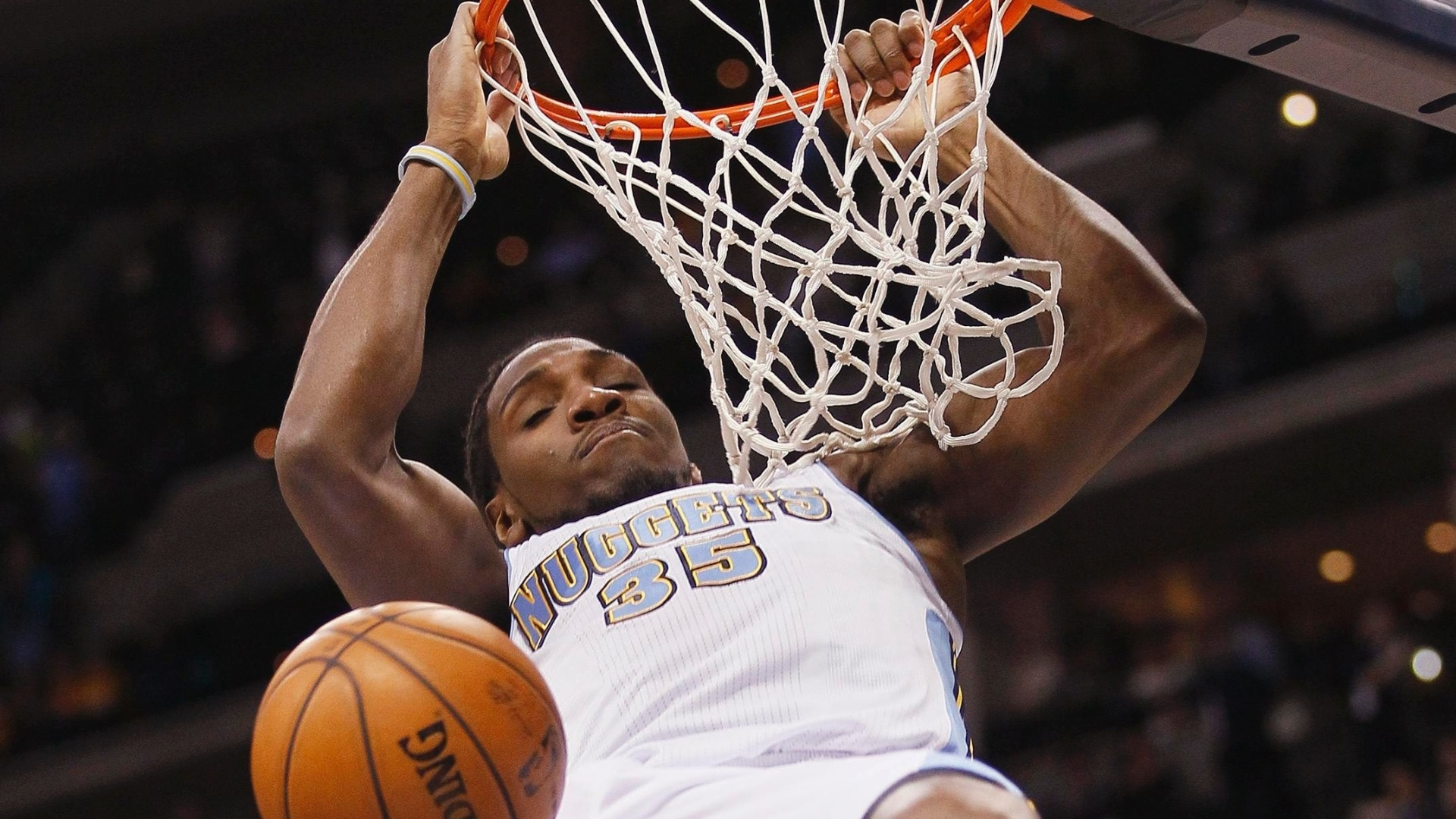 29.jan.2013 - Kenneth Faried converte enterrada para o Denver Nuggets na vitória sobre o Indiana Pacers