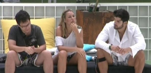 29.jan.2013 - Marien falou para Marcello e Ivan que