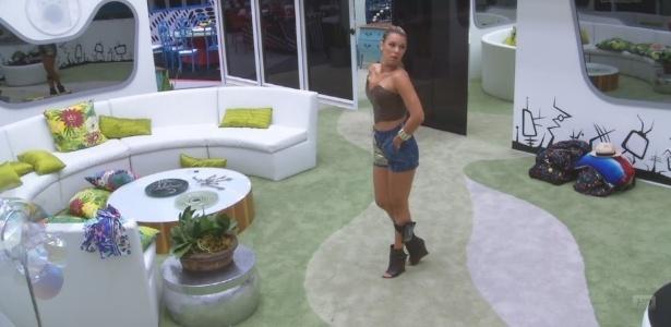 29.jan.2013 - Marien ficou um tempo sozinha na sala antes do programa começar