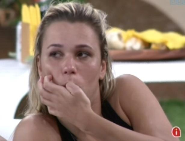 29.jan.2013 - Preocupada, Marien chora por ter que vetar três participantes da prova do líder