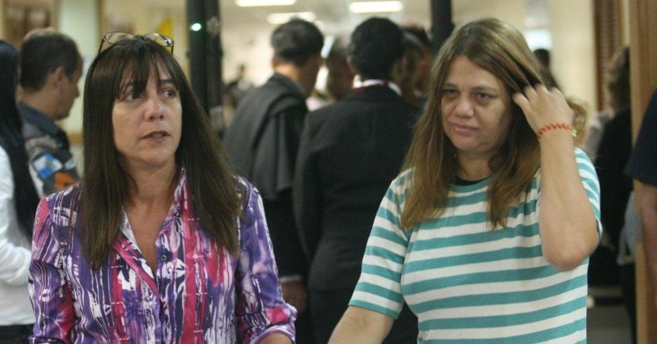 29.jan.2013- Simone e Rosângela, irmãs da juíza Patrícia Acioli, morta em agosto de 2011, chegam à 3ª Câmara Criminal de Niterói, no Rio de Janeiro, para acompanhar o julgamento de três policiais acusados de participar do crime
