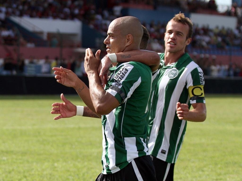 Julio César comemora seu primeiro gol com a camisa do Coritiba (27/01)